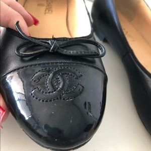 CHANEL Shoes - Chanel flats like new! Authentic